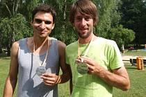 Jiří Bizos (vlevo) z Hrušovan nad Jevišovkou a Luboš Kočvara ze Železného Brodu se v Budějovicích poznali při vysokoškolských studiích na Jihočeské univerzitě. O víkendu spolu vyhráli extrémní závod Trek and Down.