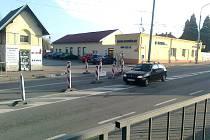 Někteří si se zákazem vjezdu směrem k viaduktu na Rudolfovské třídě nedělají starosti. Vidina řidiče na to, že se vyhne koloně na objízdné trase,  je zřejmě pro mnohé větším lákadlem než hrozba možné pokuty.