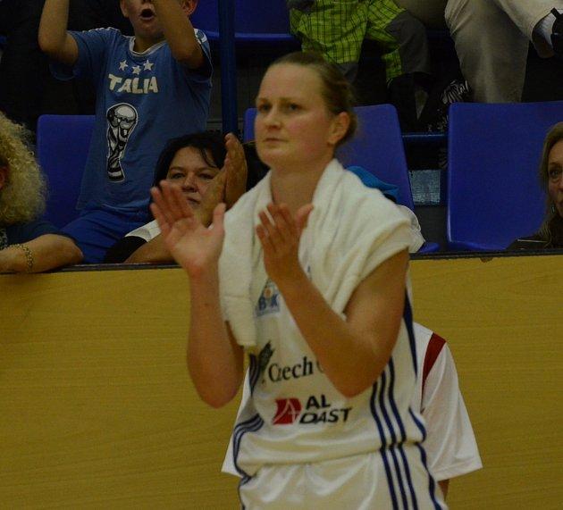 PŘEKLADATELKA. Po ukončení hráčské kariéry se Zora Jilečková hodlá věnovat překladatelství. Znalost cizích jazyků získala díky dvanáctiletému působení v zahraničí.