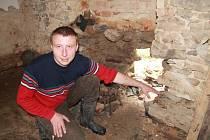 Miroslav Kraus ze Zahájí musel ve zdi svého domu prorazit díru, aby voda odtekla.