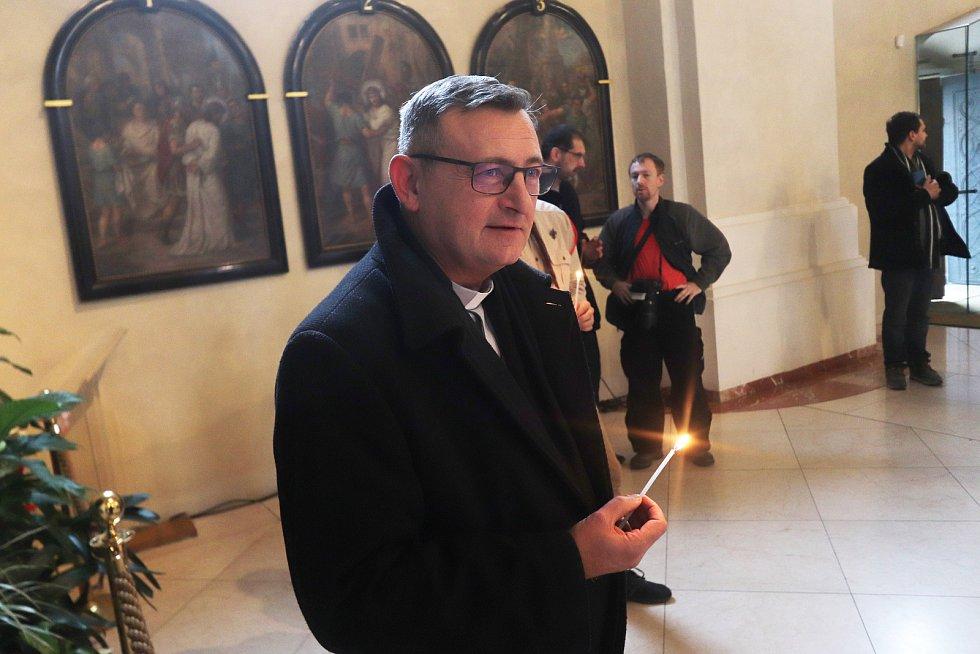 Betlémské světlo v českobudějovické katedrále.