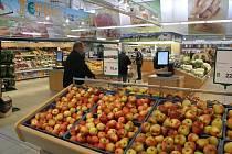 Úsek zeleniny v českobudějovickém supermarketu Terno.