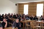 Ve středu obyvatelé  Dobřejovic diskutovali s představiteli SŽDC o výstavbě IV. koridoru.