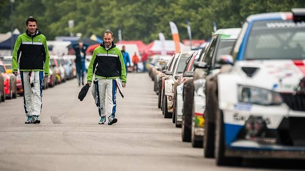 Tovární posádka Škody Motorsport Jan Kopecký (vlevo) a Pavel Dresler bude na jihu Čech obhajovat prvenství.