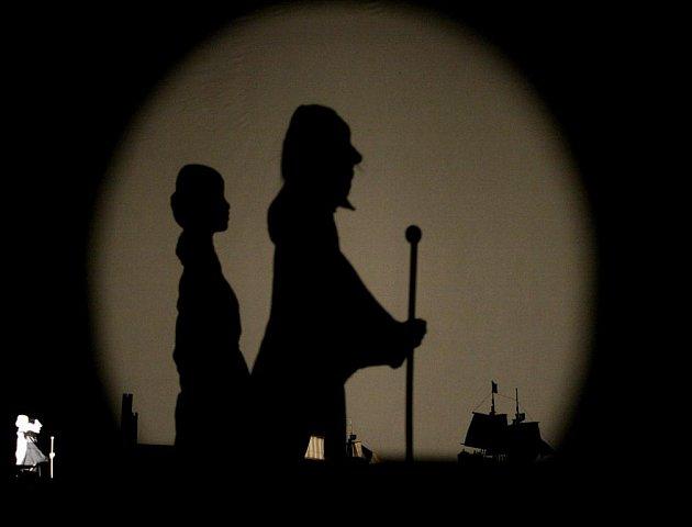 """""""Hamlet"""" - Awogado – Peter Müller / Německé stínové divadlo - českobudějovické Radniční nádvoří"""