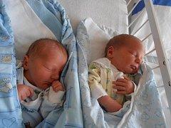Dvojnásobné překvapení v podobě dvou brášků Vítězslava a Ondřeje doma v Českých Budějovicích očekává pětiletá Emička. Vítězslav Bouda se narodil 4.6.2012 ve 12.15 hodin s váhou 3,30 kg a o něco mladší Ondřej Bouda se narodil ve 12.20 hodin s váhou 3,1 kg