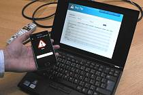 Stačí fotka z mobilu, který má program Dej Tip, aby se hlášení závady objevilo v počítači na českobudějovické radnici.