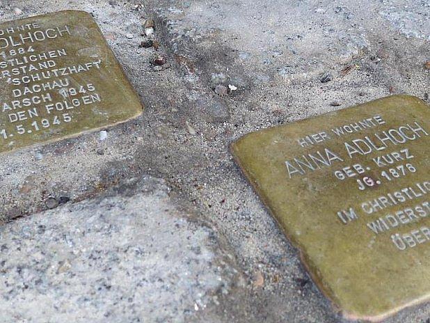 Pamětní kameny obětí nacismu vzbuzují diskusi.
