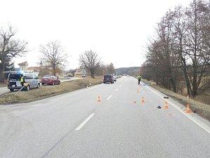 Vážná dopravní nehoda se stala v pátek před čtvrtou hodinou odpoledne na silnici první třídy mezi Českými Budějovicemi a Pískem.