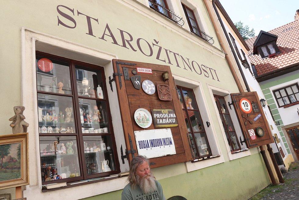 Starožitnictví Jaroslava Kaliny je v českobudějovické Široké ulici od roku 1992.