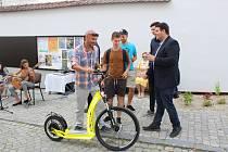 V Týně nad Vltavou ve středu pro návštěvníky slavnostně otevřeli nové informační centrum. Nabídne i elektrokola.