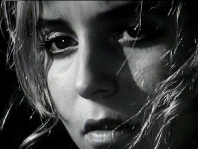 Půvabnou a křehkou studentku Anežku hrála Bára Lukešová.
