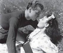 Václav Sova měl ve filmu jemně vyzývanou scénu s Baarovou.