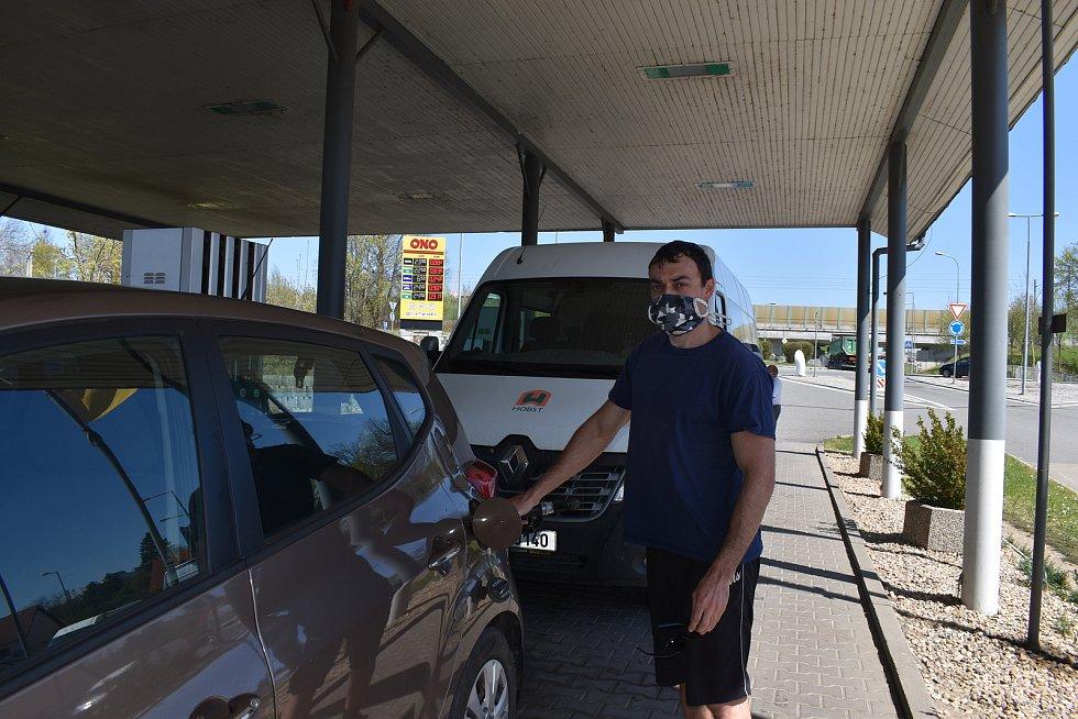 U některých jihočeských čerpacích stanic řidiči v těchto dnech tankují i do kanystrů.
