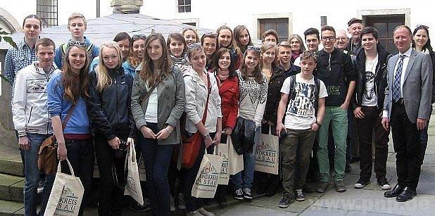 Čeští žáci vPasově. Vpravo místostarosta Jungwirth.