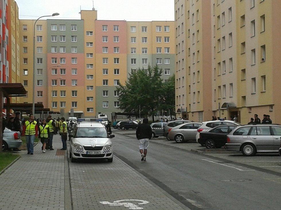Policisté i strážníci jsou na sídlišti Máj připraveni zasáhnout.