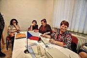 V pátek v půl čtvrté měla v Nové Vsi na Českobudějovicku odvoleno stovka voličů.