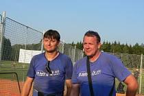 Bývalé opory českobudějovického Jihostroje  Miroslav Šotola a Petr Zelenka (zprava) už vrcholový volejbal nehrají. Oba se nyní  potkali znovu v jednom dresu.