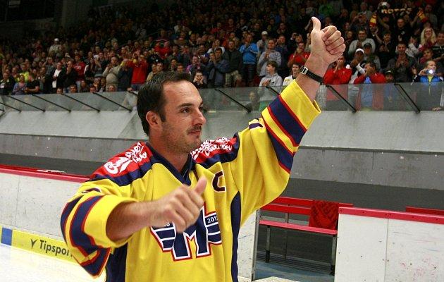Kapitán nově vzniklého týmu HC Motor České Budějovice Aleš Kotalík  představil nové dresy.