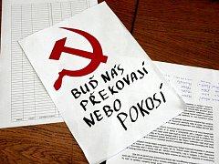 Studentská petice a návrh na transparent.