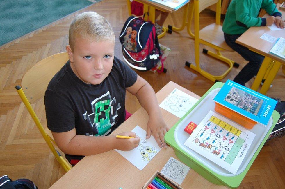 První školní den v Základní škole Chrášťany.