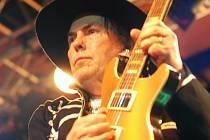 Vůdčí skupina glam rocku, angličtí Slade, zahrají v sobotu na benzinové pumpě ve Čkyni u Vimperka.