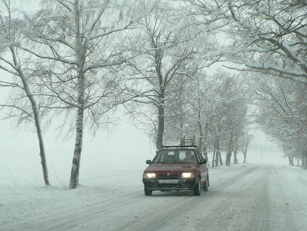 V podobném počasí, jaké panovalo začátkem loňského roku, zatím silničáři zasahovat nemuseli.