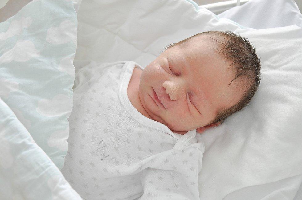 Vojtěch Křiváček z Nahořan. Rodiče Denisa a Jiří mají velkou radost z narození prvorozeného syna, který přišel na svět 13. 7. 2021 ve 2.06 hodin. Jeho váha při narození byla 3480 g.