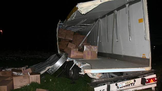 Na železničním přejezdu u Poříčí došlo ke srážce vlaku a kamionu.