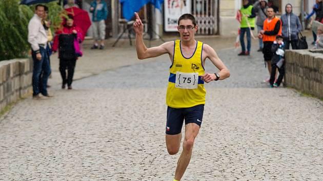 Roman Budil letos běžel pětku 15:06,55.