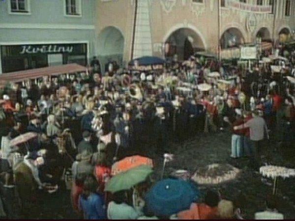 Scéna slavnosti na náměstí vTýně nad Vltavou.