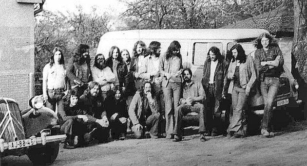 Mládež na Americe 1974na snímku Františka Stárka Čuňase. Gans je nahoře třetí zleva. .