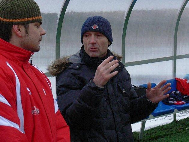 Václav Hojdar (vpravo na snímku ze zimního turnaje na Hluboké) skončil na lavičce českobudějovické Slavie.