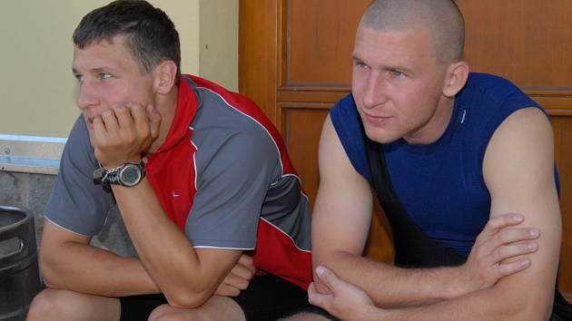 Tomáš Mertl (vlevo) i jeho spoluhráč Štěpán Hřebejk už se těší na duel s Pardubicemi.
