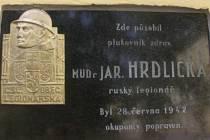 Památku zastřeleného hrdiny připomíná deska v areálu budějovické nemocnice i památník na táborském popravišti.