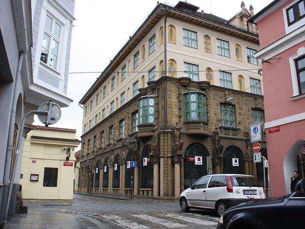 Křižovatka ulic krajinská a Hroznová.