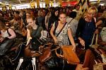 Kabelkový veletr potěší hned dvakrát. Ženy si přinesou domů nové kousky do šatníku a talentované děti dostanou finanční podporu