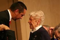 Své tragické zkušenosti se Louise Hermanová dlouhodobě snažila předávat současným generacím v České republice i v Německu.