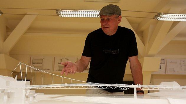 Architekt Josef Pleskot představil v písecké Sladovně model nové pěší lávky