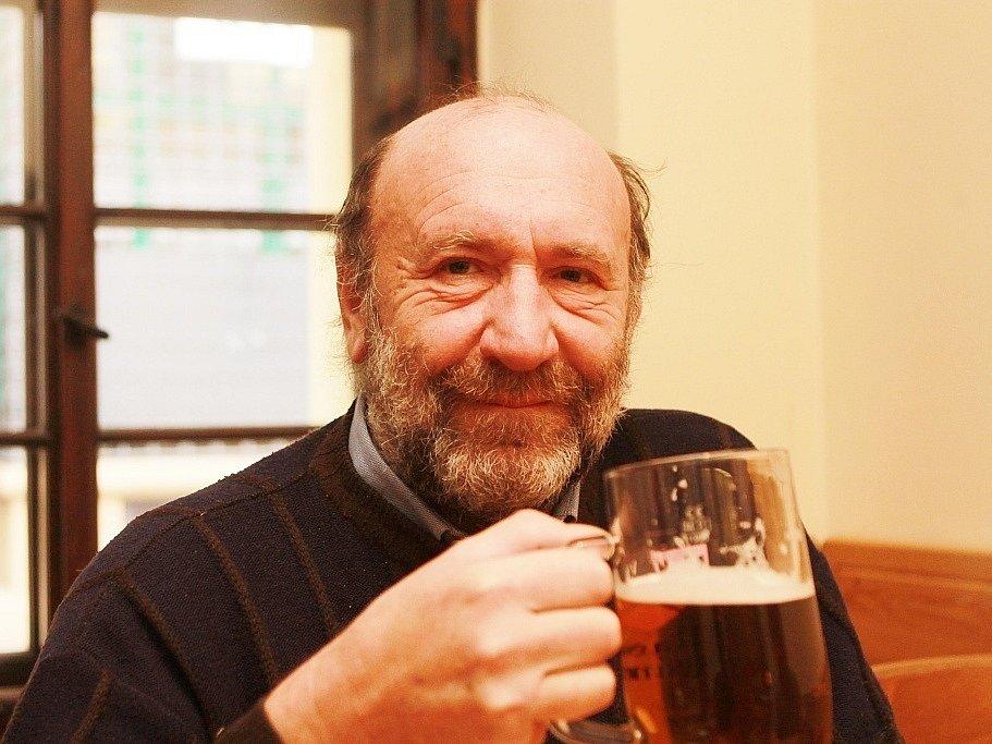 Josef Honner, důchodce, štamgast od roku 1982.