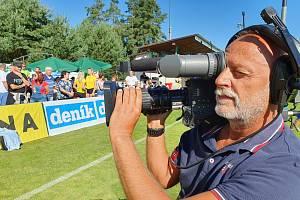 Zdeněk Tripes s kamerou na sportovišti