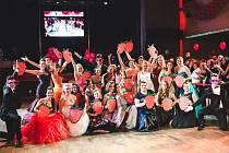 Maturanti z třídy 8. A Biskupského gymnázia J. N. Neumanna si svůj ples řádně užili 15. ledna v sále českobudějovického Metropolu. Jako stěžejní téma celého plesu si zvolili maliny.