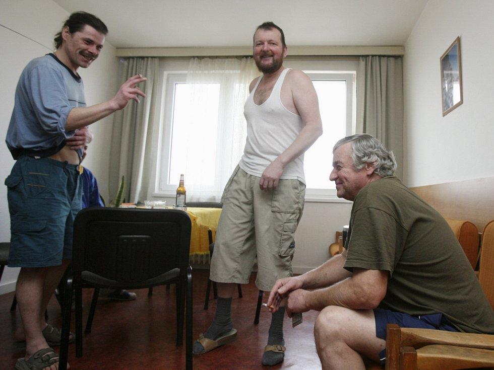 Pracovníci cizinecké policie provedli v úterý kontolu dokladů cizinců bydlících v ubytovně Hochtief na Okružní ulici v Českých Budějovicích.