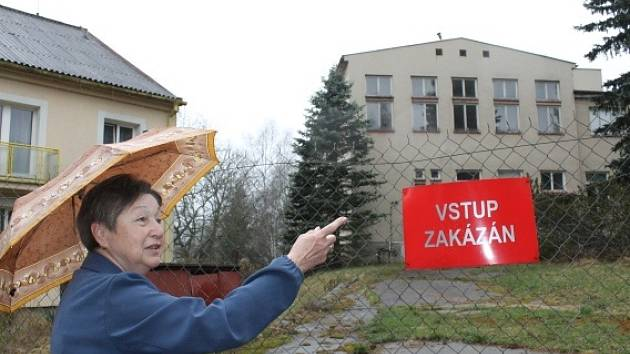 Do hrudkovské léčebny chodila Eliška Syrovátková (na snímku) čtyřicet let do práce. Důvodu uzavření sanatoria rozumí, je jí ale líto, že areál chátrá bez dalšího využití.