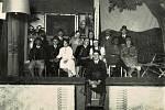 Ochotníci hráli divadlo. V roce 1928 zinscenovali dobrovolníherci představení Tulácká krev.