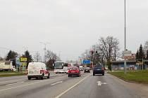 Křižovatka ulice Na Dlouhé louce a Husovy třídy u Dlouhého mostu v Českých Budějovicích.