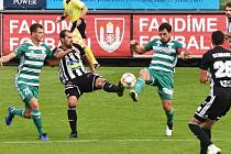 V podzimním utkání fotbalisté Dynama porazili Bohemians 3:2 (na snímku autor dvou gólů David Ledecký v souboji s hostujícím Josefem Jindříškem), jak to bude v nedělní odvetě?