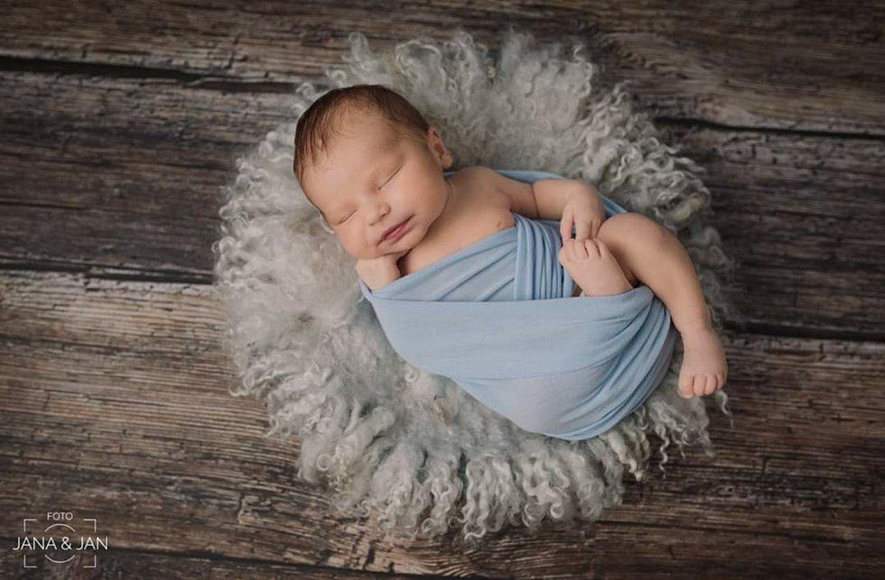 Pyšnými rodiči jsou manželé Jana a Lukáš Votavovi. Těm se 25. 4. 2020 v 8.59 h. narodil syn Tomáš Votava, vážil 4,52 kg. Vyrůstat bude v Trhových Svinech.