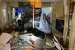V bytě bylo boží dopuštění... Do zdi rodinného domu narazilo odhlášené Audi A4 a probouralo se dovnitř.