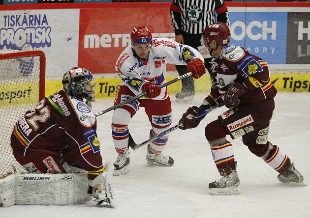 38. kolo O2 ELH mezi celky HC Mountfield České Budějovice a HC Sparta Praha. Štěpán Hřebejk